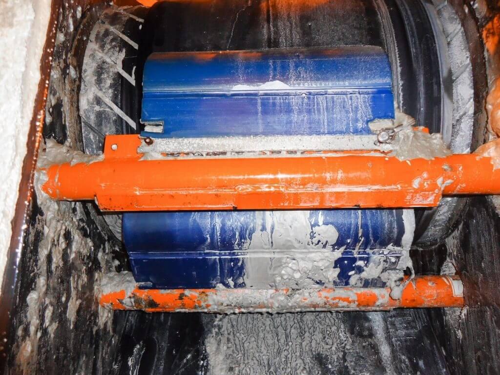 coveyor-belt-cleaning